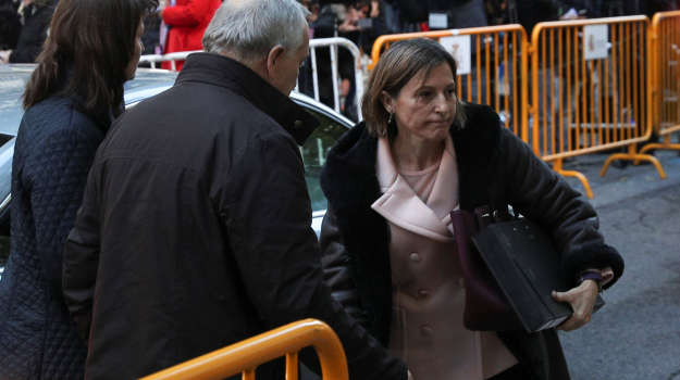 Carme Forcadell, Speaker of the Catalan parliament, arrives to Spain's Supreme Court to testify on charges of rebellion, sedition and misuse of public funds for defying the central government by holding an independence referendum and proclaiming independence, in Madrid, Spain, November 9, 2017. REUTERS/Sergio Perez