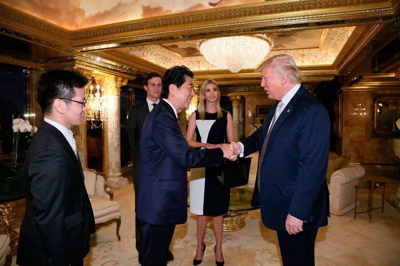La primera reunión entre Donald Trump y el japonés Shinzo Abe (Reuters)