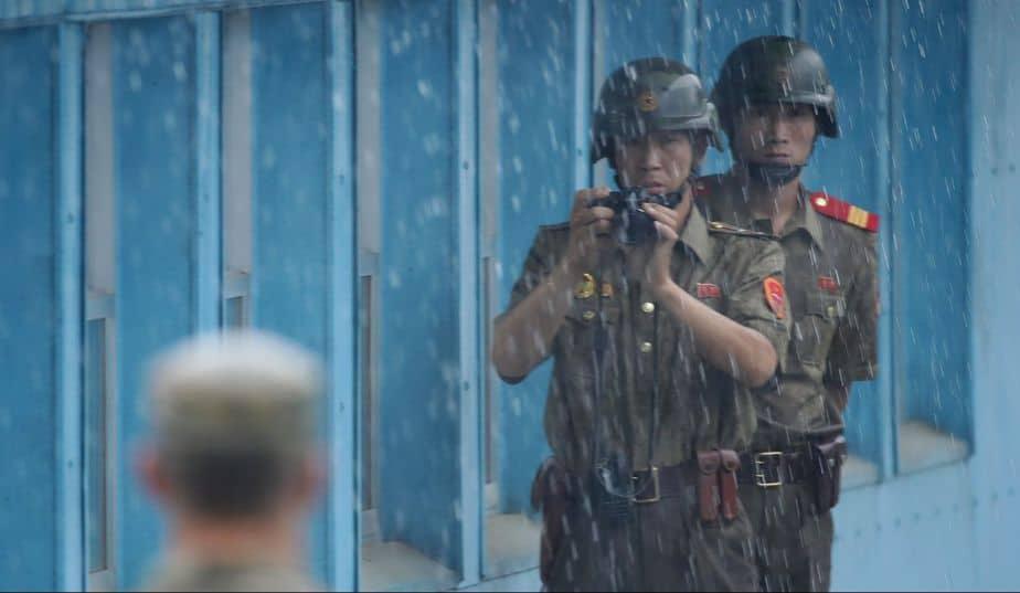 Cientos de personas desertan de Corea del Norte cada año, pero pocos por la zona desmilitarizada