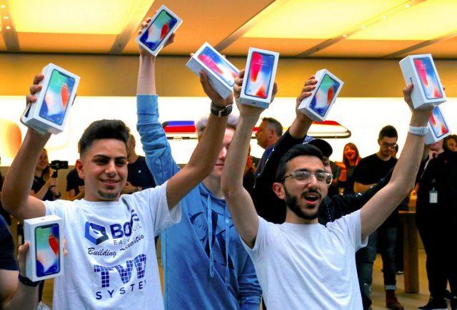 El iPhone X de Apple ha asegurado su éxito de venta apenas en la primera semana de su salida (Reuters)