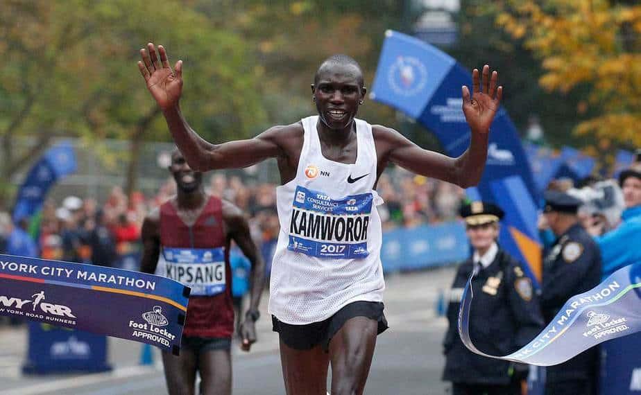 El keniano Geoffrey Kamworor se consagró como el mejor de la maratón de Nueva York y ganó la primera competencia de este estilo de su vida. El africano completó la carrera en 2:10:53