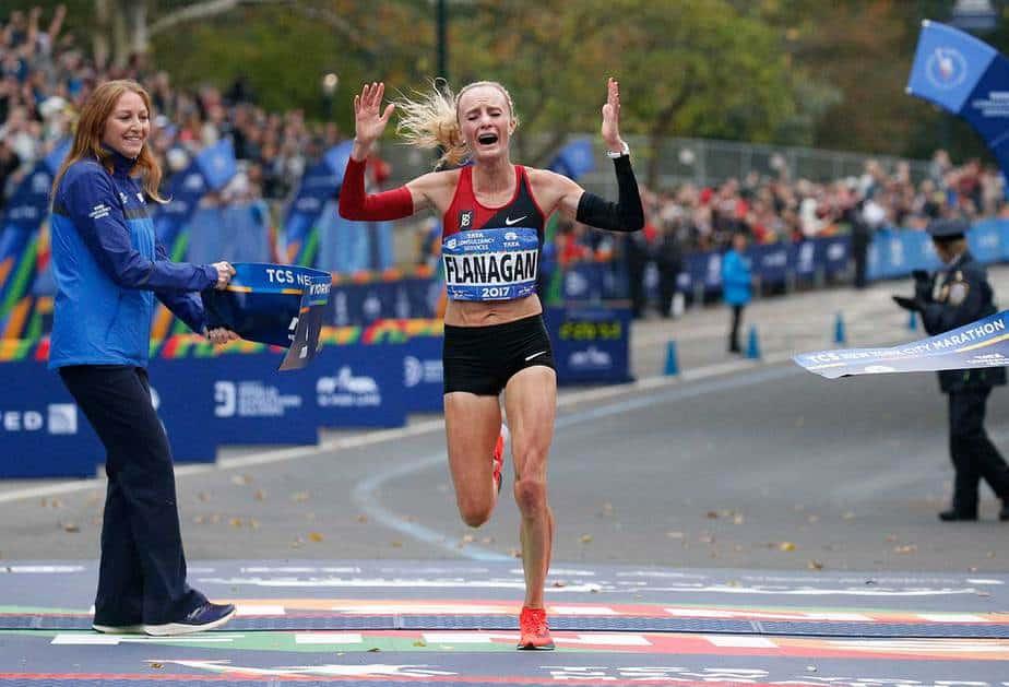 La estadounidense Shalane Flanagan dio la sorpresa y completó los 42 kilómetros en 2:26:53. Reuters