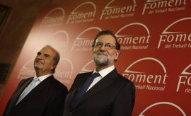 Rajoy pide a los empresarios mantenerse en Barcelona y asegura que hablará con todos los partidos