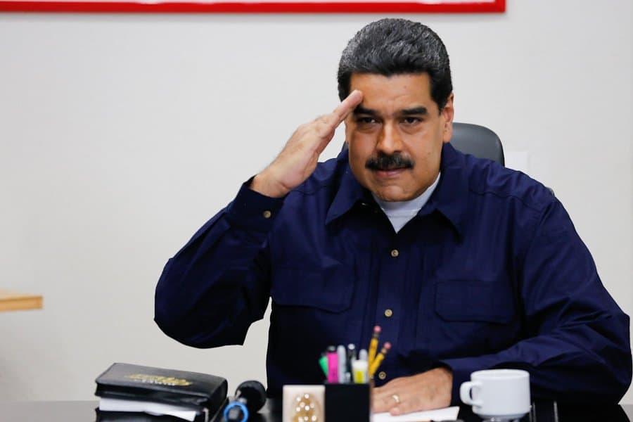 El presidente Nicolás Maduro decretó nuevo aumento salarial y echa más gasolina al fuego, según coinciden algunos economistas venezolanos/Reuters/Archivo