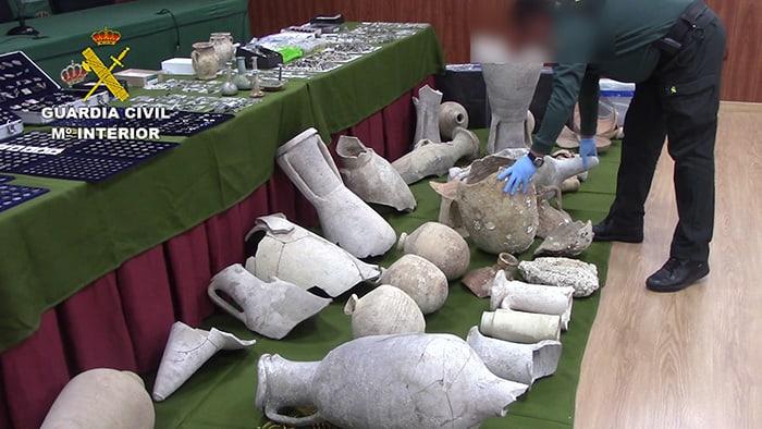 Piezas arqueológicas recuperadas por la Guardia Civil.