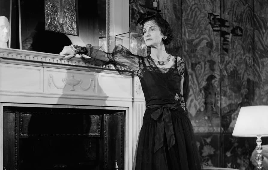 Coco Chanel en la suite que lleva su nombre en el Ritz de Paris