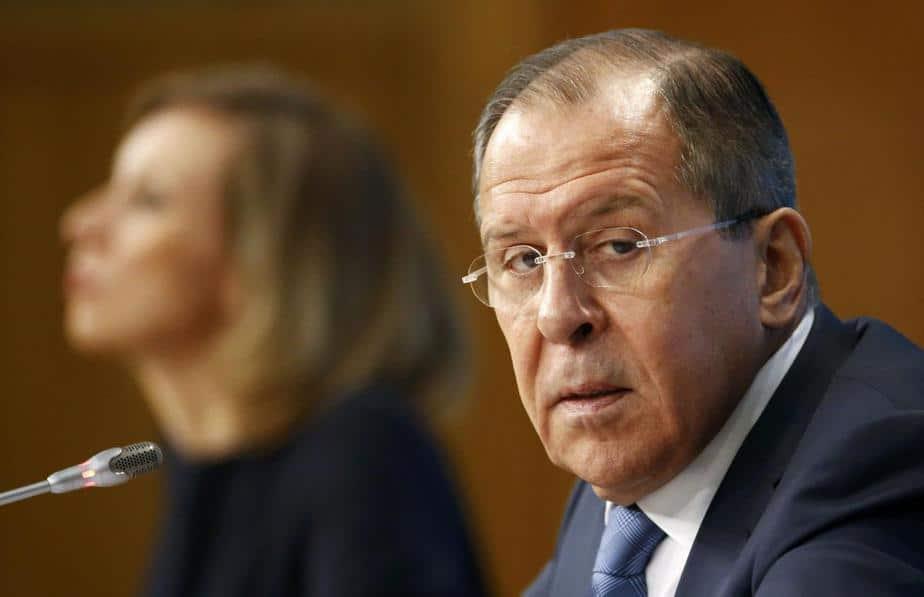 El ministro de Asuntos Exteriores de Rusia, Sergei Lavrov (R), y la portavoz del Ministerio de Asuntos Exteriores, Maria Zakharova