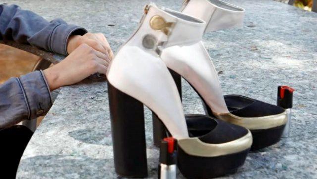 El espacio para este mecanismo de defensaestá ubicado en ambos zapatos: el objetivo es que cualquier mujer, ya sea zurda o diestra, pueda utilizarlo sin ningún problema