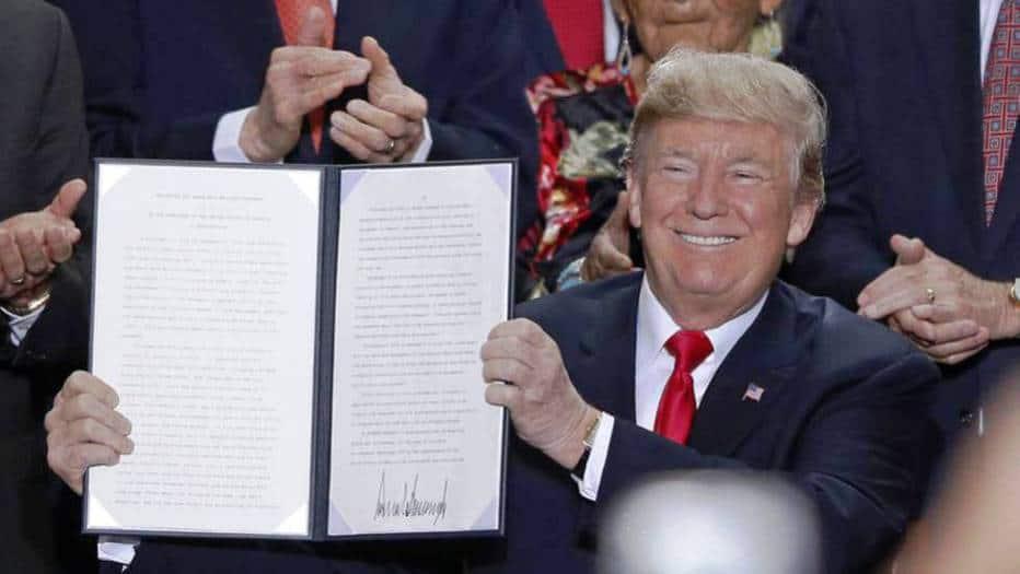Trump firmó el decreto para extraer gas y petróleo
