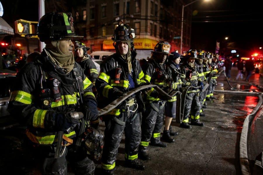Incendio en Nueva York. Al menos doce muertos en el peor incendio que recuerda la ciudad de Nueva York