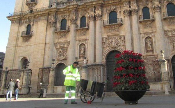 FCC Medio Ambiente El Ayuntamiento de Jaén adjudica a FCC Medio Ambiente el concurso de recogida de residuos urbanos, limpieza viaria y mantenimiento de zonas verdes