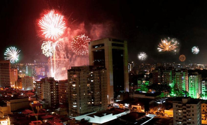 Feliz Año Nuevo 2018: Los fuegos artificiales iluminan el cielo de Caracas para recibir el 2018