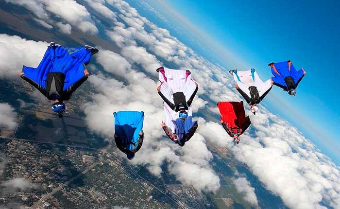 El traje de alas o wingsuit ha abierto un capítulo importante en la evaluación del inagotable sueño vuelo humano