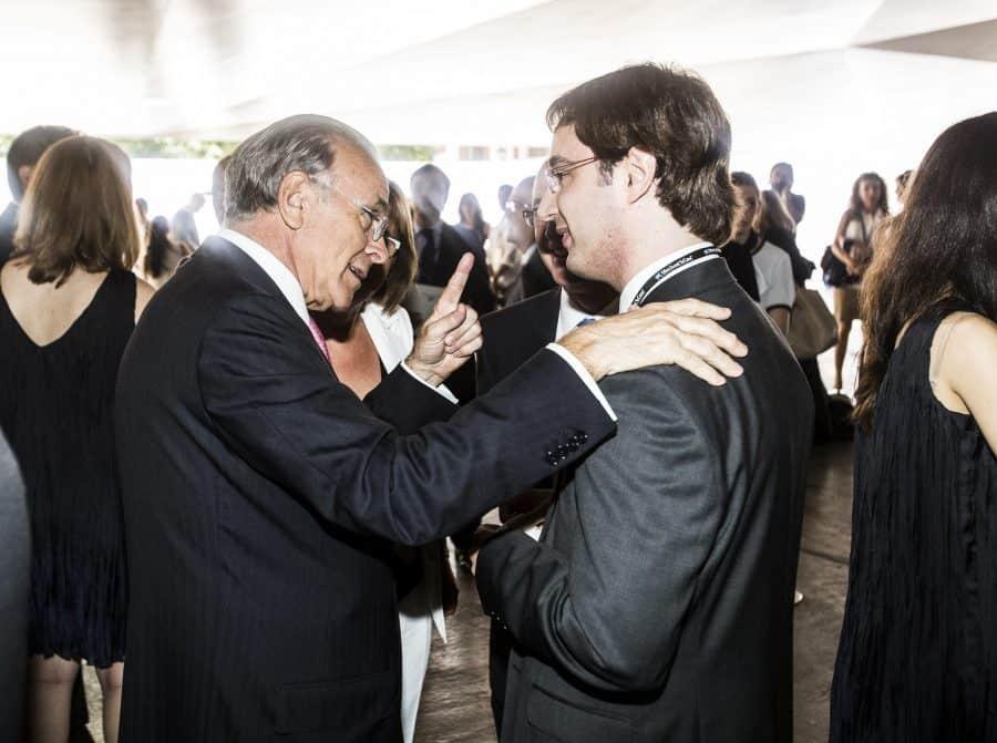 """Becas para cursar estudios. La oferta de becas de posgrado de """"laCaixa"""" es la más importante de España."""