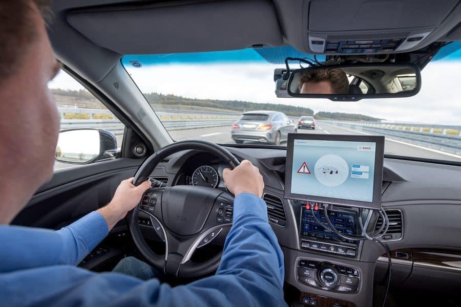 Control de crucero adaptativo. Bosch, Vodafone y Huawei permiten que los coches inteligentes se comuniquen entre ellos