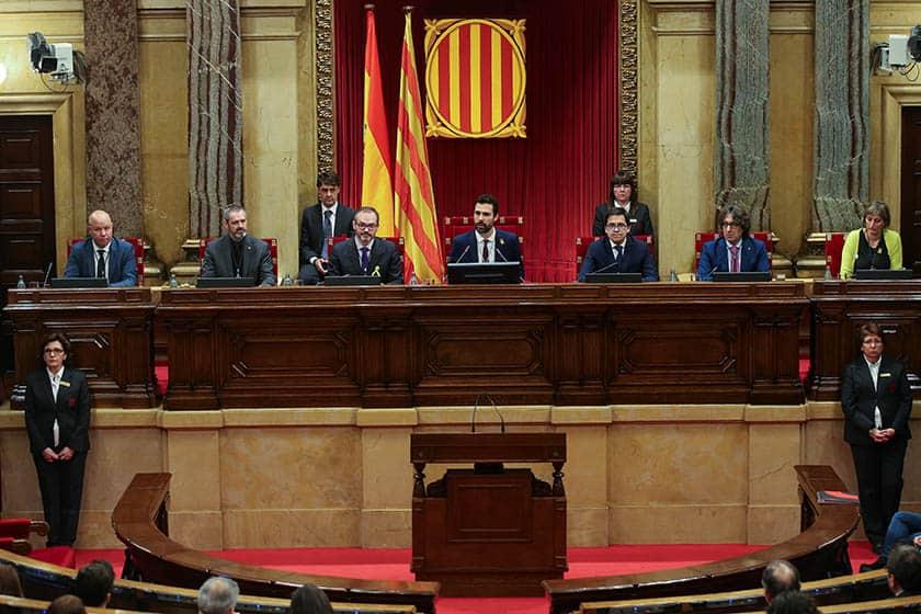Mesa del Parlament de Cataluña.