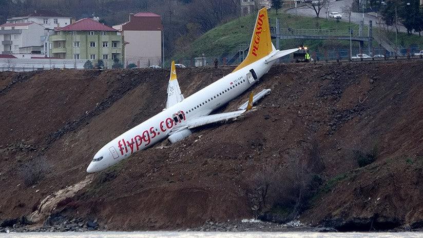 Un avión se sale de pista en Turquía y casi cae al Mar Negro