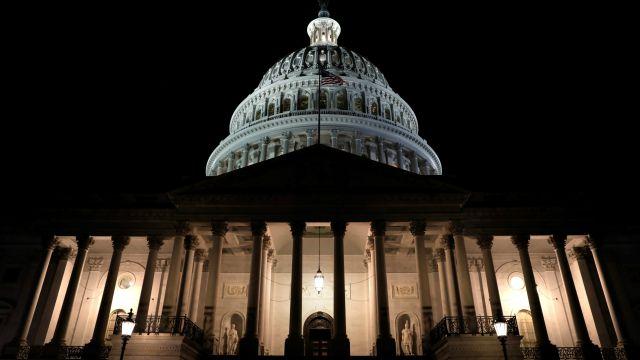 Reabre el Gobierno de EEUU tras un cierre parcial de tres días