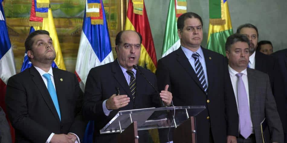 Diálogo político de Venezuela se reanuda el lunes entre polémica