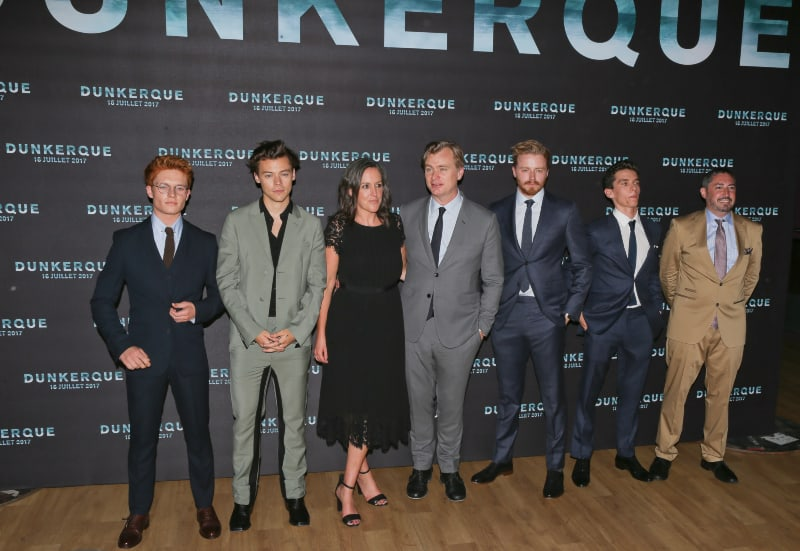 Los actores de Dunkerque con Christopher Nolan (en el centro)