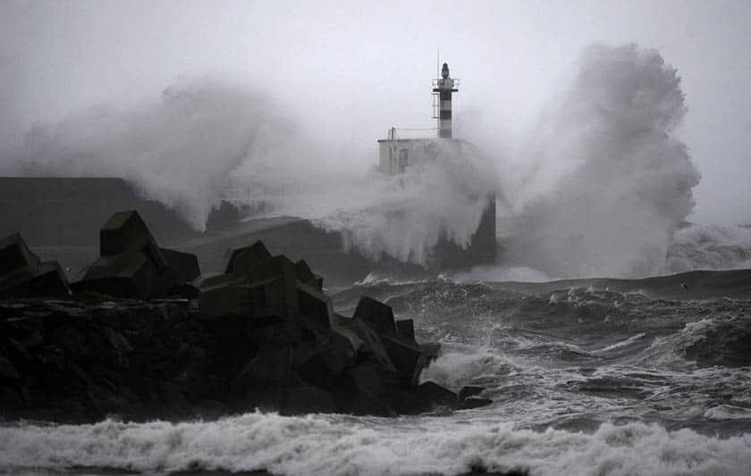 Olas y viento en las costas españolas.