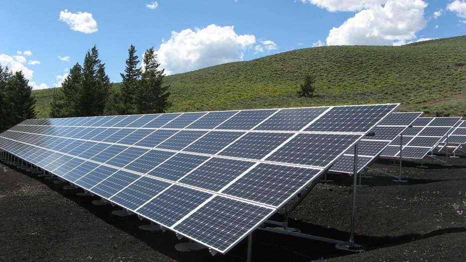 Grandes empresas españolas piden una ley que norme la transición energética