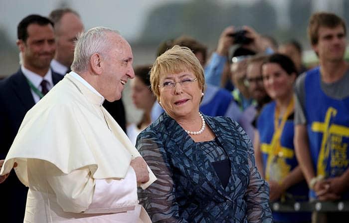 El papa Francisco y Michelle Bachelet.
