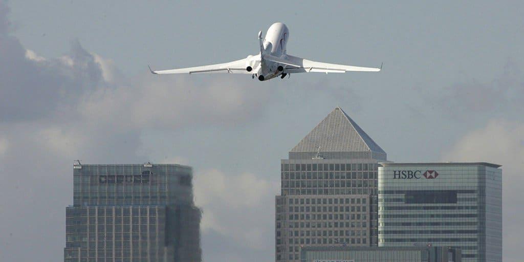 Hallada una bomba de la II Guerra Mundial en el Aeropuerto de la City de Londres.