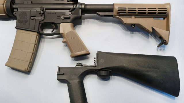 El bump stock es un dispositivo que puede modificar un rifle semiautomático para disparar hasta 800 balas por minuto.