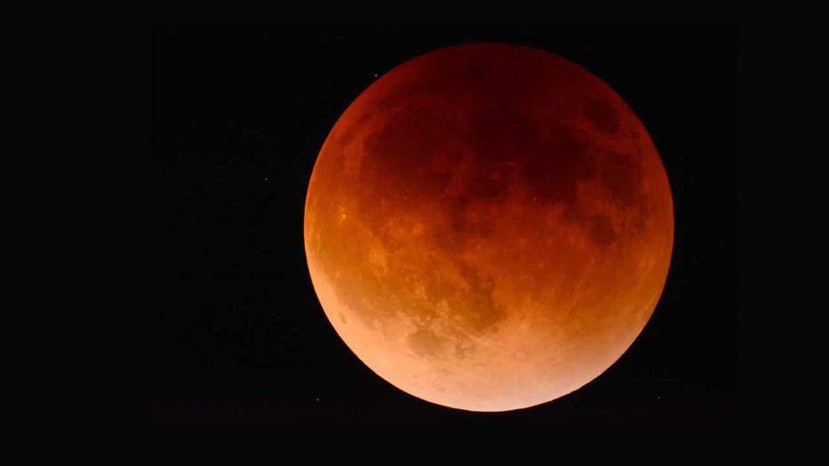 El eclipse de superluna de sangre en un minuto