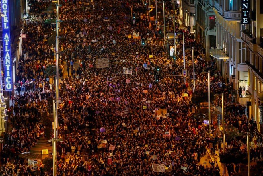 """Eco de la huelga feminista """"histórica"""" y """"sin precedentes"""" en España"""