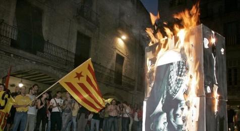 Violar la libertad de expresión. Estrasburgo estima que quemar fotos del Rey no es delito de injurias