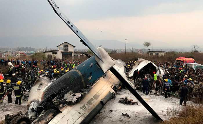 Un accidente aéreo en Nepal ha matado al menos a 50 personas