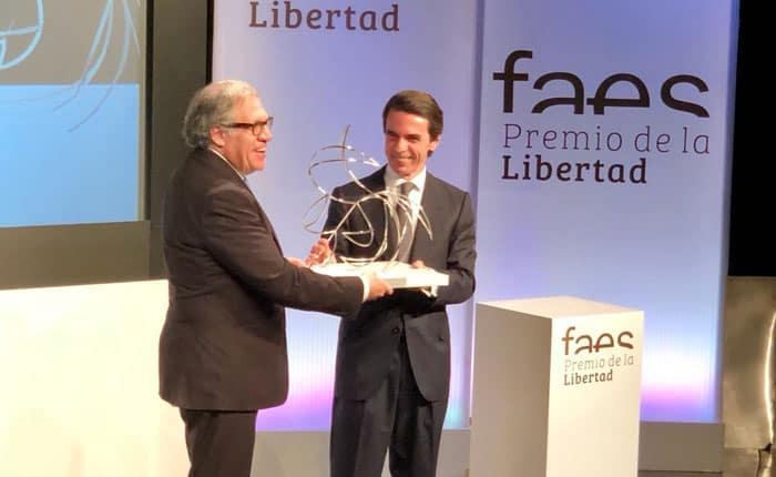 Luis Almagro recibe el premio Faes por la Libertad