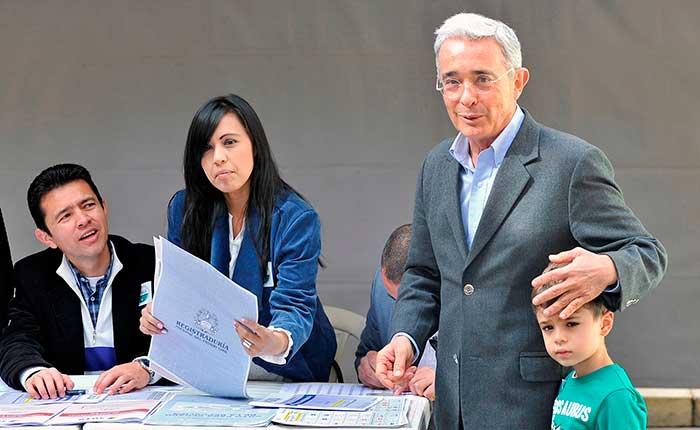 Alvaro Uribe lidera los senadores más votados en Colombia