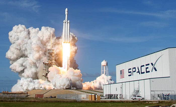 A SpaceX Falcon Heavy rocket lifts off from historic launch pad 39-A at the Kennedy Space Center in Cape Canaveral, Florida, U.S., February 6, 2018. REUTERS/Thom Baur