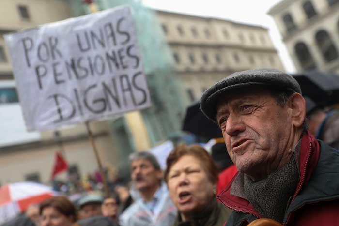 manifestación de los pensionistas calentó la calle y la oferta política