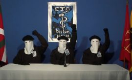 "Organización terrorista. El videoblog de Gorka Landaburu: ""ETA cierra la persiana"""