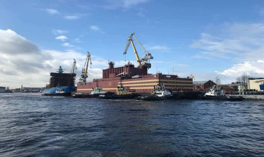Única planta nuclear flotante del mundo zarpó rumbo a Pevek en Rusia donde operará