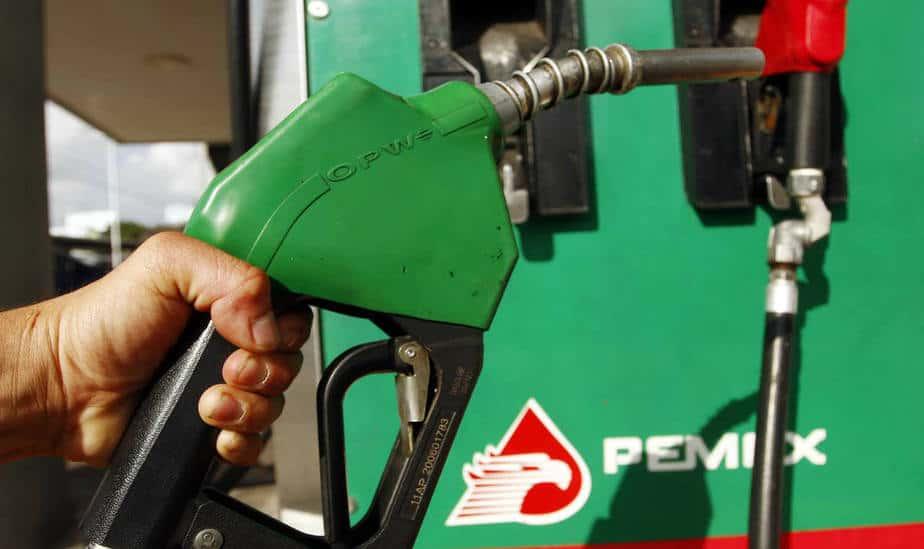 Gobierno mexicano critica plan de AMLO de congelar precios de la gasolina