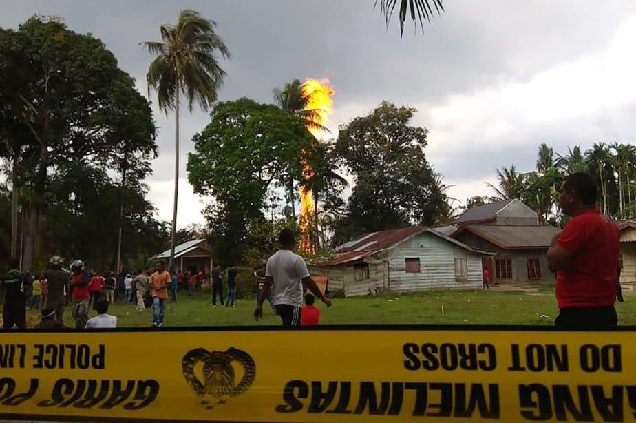 El pozo ilegal de petróleo afectó varias casas
