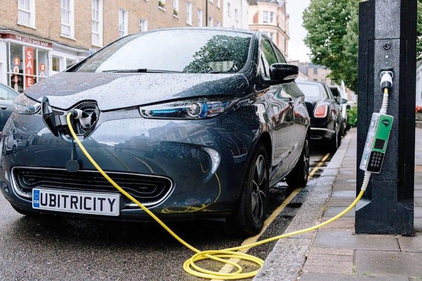 Farolas que darán electricidad de fuentes renovables a los coches