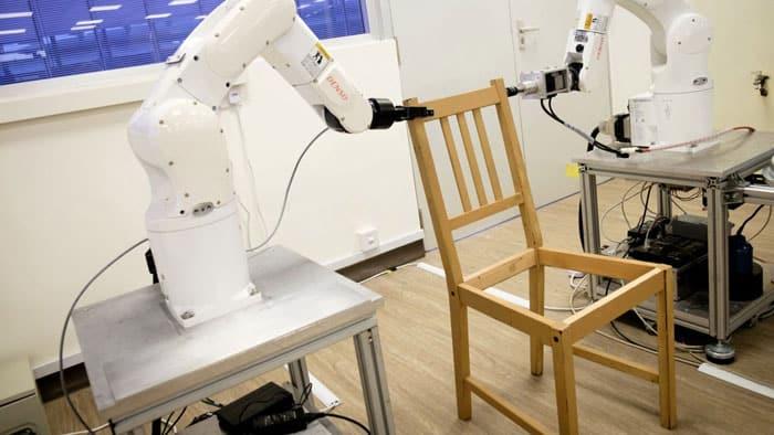video del robot que arma una silla IKEA en 20 minutos