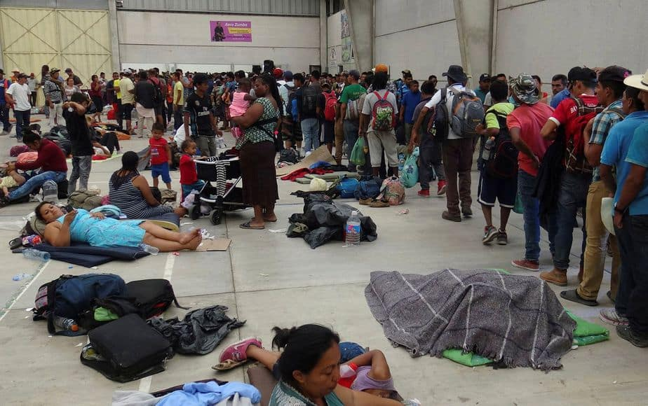 Los migrantes centroamericanos se reúnen antes de continuar su viaje a los EEUU el 31 de marzo. (Reuters / José Jesús Cortés)
