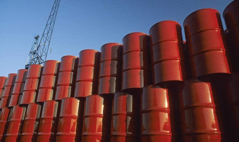 Precio del crudo inició en baja la semana en reacción a eventual alza de producción