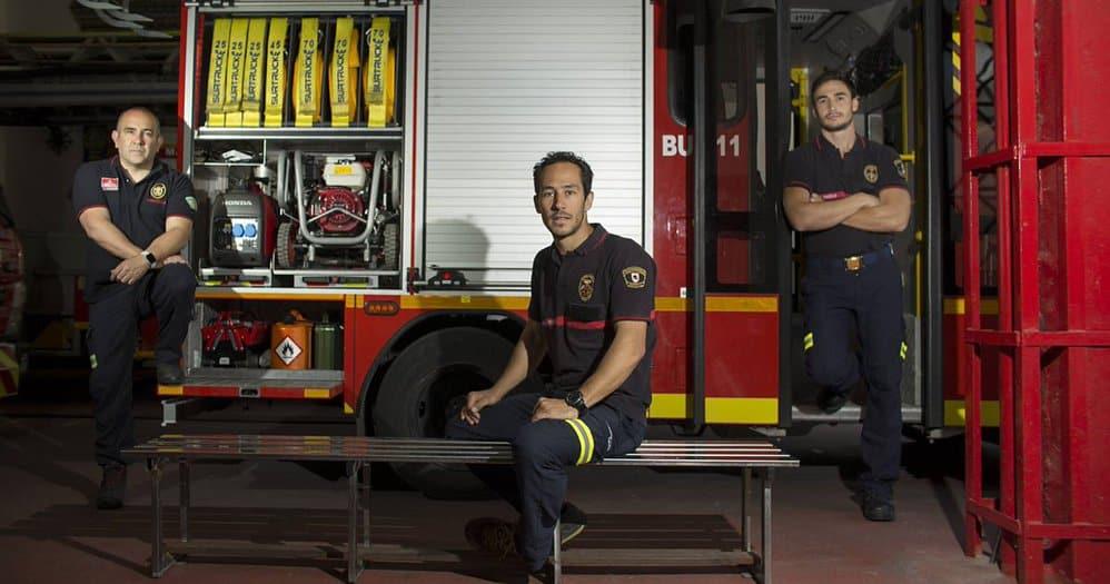 Los bomberos españoles fueron dejados en libertad sin cargos