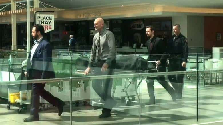cadáver en un centro comercial de Calgary