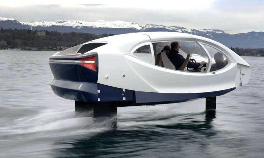 El coche eléctrico acuático carga hasta 5 personas
