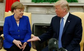 Donald Trump tomó la decisión de retrasar por 30 días la decisión sobre si imponearanceles comerciales a la Unión Europea, México y Canadá