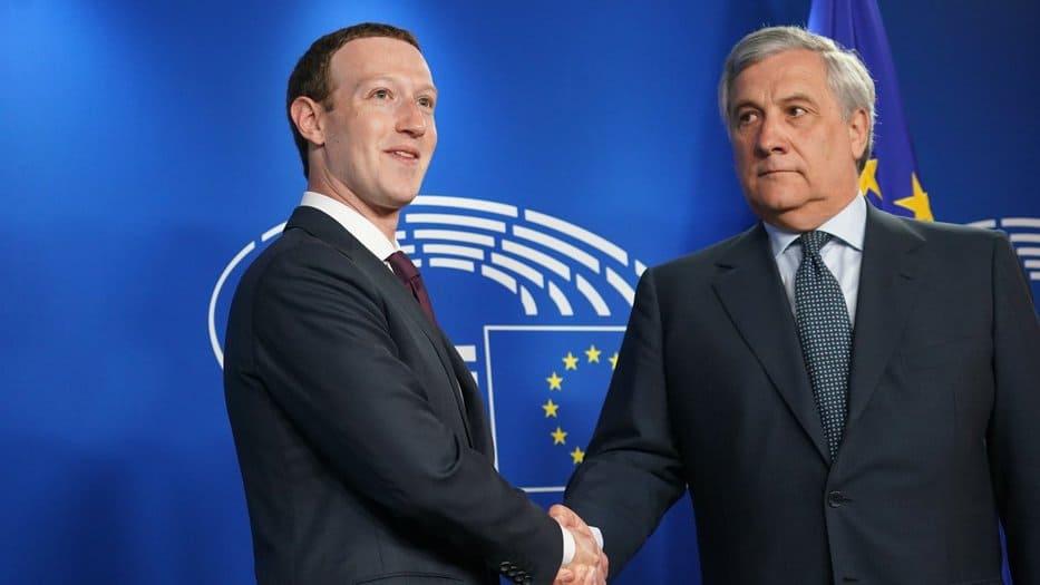 Zuckerberg en el Parlamento Europeo con Antonio Tajani